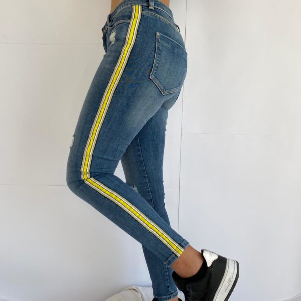 Slim jeans with details on the sides